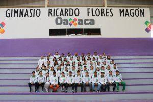 Entregan uniformes a deportistas que participarán en Juegos Nacionales Populares 2017