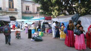 Tehuanas protestas frente a Palacio de Gobierno