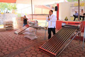 Sergio López lleva apoyo a familias en Huajuapam