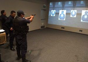 Capacitan a elementos policiales en simuladores de tiro virtual