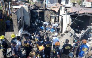 En Filipinas un avión chocó contra casa; dejó 10 muertos