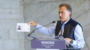 """No hay que """"exagerar"""" sobre asesinatos de periodistas en Veracruz: Yunes Linares"""