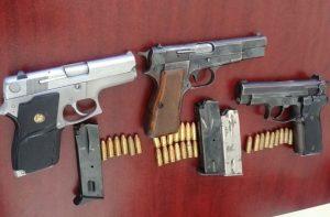 Detienen a sujetos por portación ilegal de armas de fuego en la capital