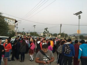 Con protesta piden la destitución de la directora del Colegio Valladolid