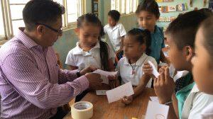 Profesor Gamaliel fomenta la lectura en las aulas