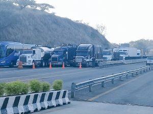 Cumple bloqueo en Nochixtlán más de 24 horas