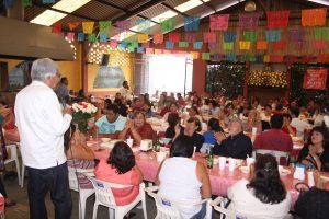 Propone Raúl Castellanos a mujeres oaxaqueñas diálogo para resolver los conflictos de la capital