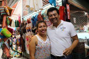 "Escucha Juan Iván Mendoza a locatarios del Mercado ""Benito Juárez""de Santa Cruz Huatulco"