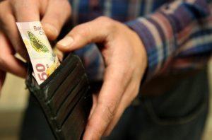 Financiamientos y sueldos que ofenden: Luis Murat