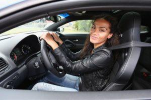 Las mujeres son mejores manejando que los hombres: Estudio