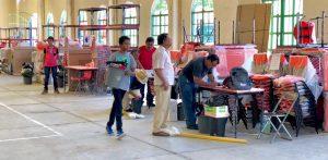 Entrega IEEPO mobiliario y equipo a escuelas de Jalapa del  Marqués
