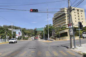 Comisaría de Vialidad da mantenimiento a semáforos  de la capital