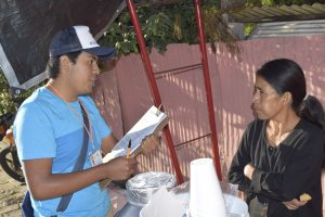 Vecinos de CDOAX reciben a estudiantes UABJO en 'Diálogos por la educación'