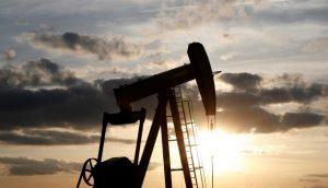 Especialistas estiman que producción diaria de petróleo caiga 200 mil barriles
