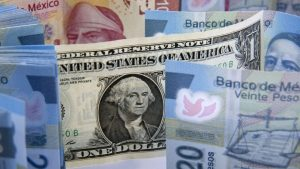 El dólar cae a mínimo de dos semanas