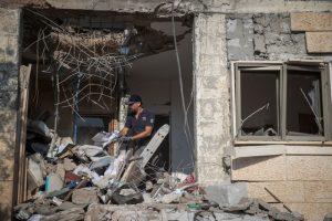 Fuego cruzado israelí-palestino atiza conflicto en Gaza