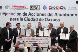 """Oaxaca avanza, pese a las """"grillas"""" aldeanas, intrigas y mezquindades: Alfredo Martínez de Aguilar"""