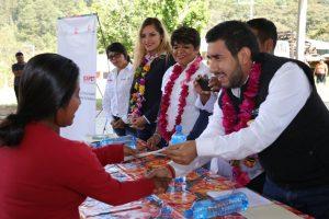 Entrega Icapet créditos a mujeres en Santiago Xochiltepec