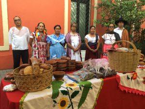 """Presentan primer libro a nivel nacional """"Oaxaca y sus Cocineras Tradicionales, Tesoro Gastronómico de México"""""""