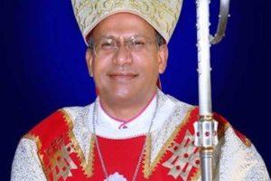 El Papa remueve a obispo con esposa, hijo y vida de lujo