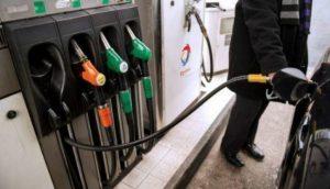 En medio de protestas, Francia posterga 'gasolinazo' por 3 meses