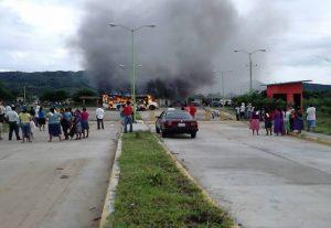 Incendia Flavio Sosa a San Dionisio del Mar: Alfredo Martínez de Aguilar