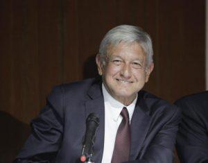 AMLO en Palacio Nacional 4.- Presidencia retro-posmoderna: Carlos Ramírez