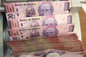 El peso pierde de última hora y dólar regresa a $20 en bancos