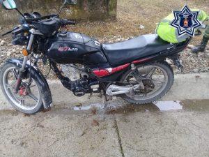 Fuerzas estatales aseguran motocicleta con reporte de robo