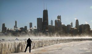 A -28 grados en Chicago: calles y aulas vacías, vuelos cancelados y refugio para 16 mil vagabundos
