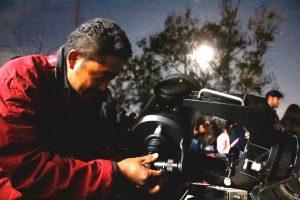 Abarrotan visitantes el Observatorio Astronómico Municipal para ver el eclipse de luna