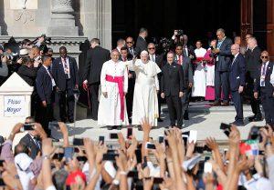 'La Iglesia está herida por su propio pecado', admite el Papa