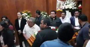 En medio de consigas de justicia e indignación despiden en Tlaxiaco a su edil y síndico asesinados