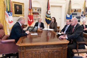 Trump: el muro, narcoalianza con Cártel del Golfo y Ebrard-Hillary: Carlos Ramírez