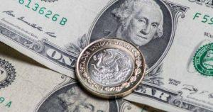 Dólar sigue a la baja, lo venden en 18.74 pesos