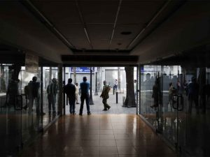 Venezuela sigue paralizada tras casi 20 horas de apagón