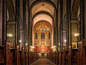Exhiben a 395 pederastas; revelan identidad de sacerdotes