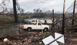 Suman 23 muertos en EU por tornados