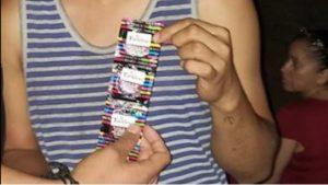 Diputada de Morena regala condones en la playa a su nombre