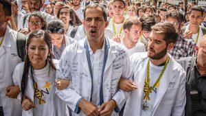 Tras liberar a Leopoldo López, Guaidó llama a soldados a darle la espalda a Maduro