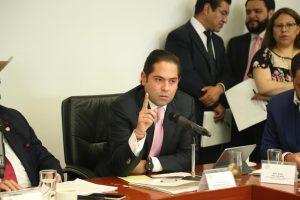 Eliminar barreras de género en servicios financieros, pide Raúl Bolaños