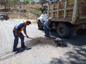 Realiza CAO trabajos de bacheo en carretera Sola de Vega