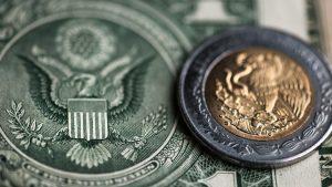 Peso se deprecia por cuarta sesión consecutiva por dólar fuerte