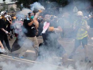 Reprimen protesta en Hong Kong contra ley de extradición a China