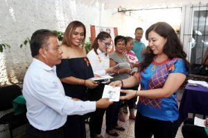 """En apoyo a la economía, Gobierno capitalino entrega tarjetas """"Bienestar de la Mujer"""""""