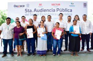 Más de 200 huatulqueños reciben créditos, escrituras, empleo y constancias de capacitación