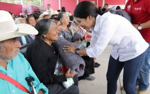 Compromiso cumplido con las caravanas DIF en la región Mixteca