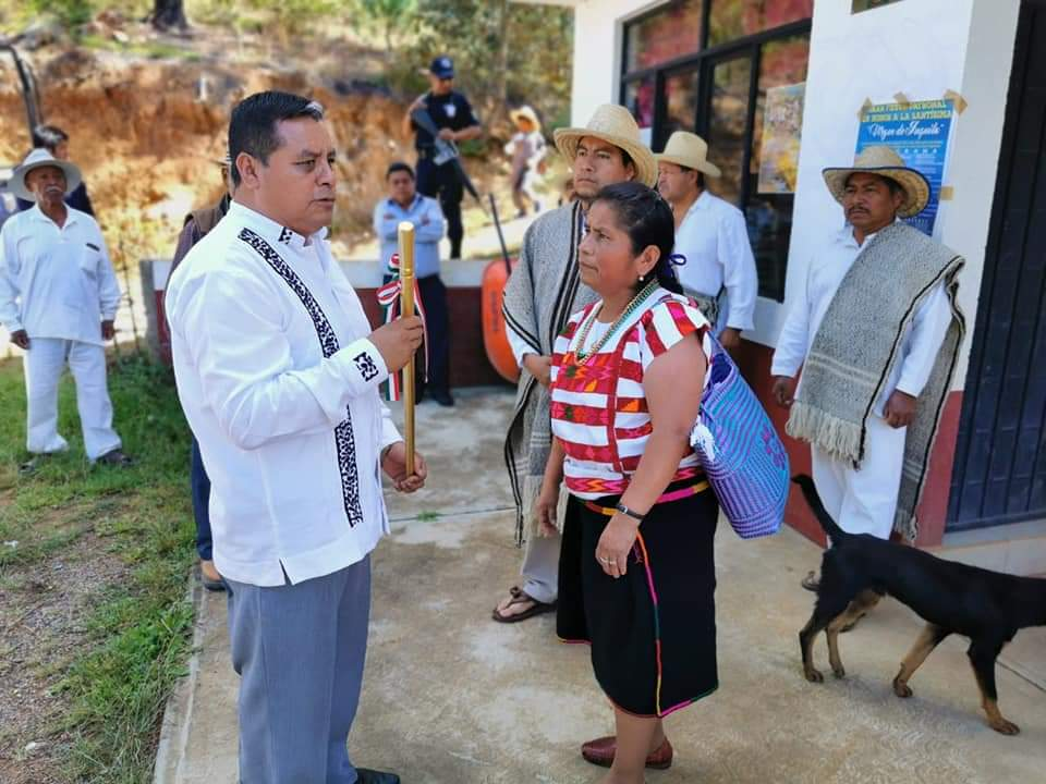 Edil Gaudencio Ortiz Cruz inauguró 4 obras más para beneficio de aproximadamente 2000 habitantes de agencias de Tlaxiaco