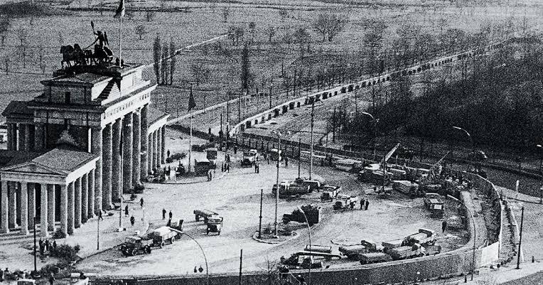 El muro de Berlín hace treinta años: Luis Murat