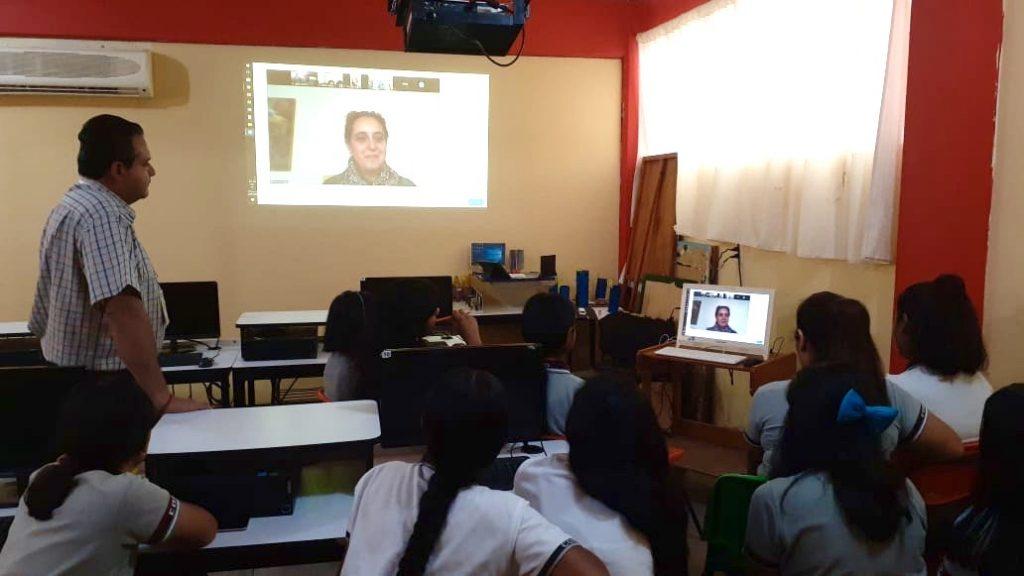 """Alumnas del Cobao participan en el programa """"Mujeres Líderes en STEAM"""""""